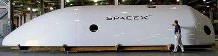 Partie de coiffe du futur lanceur Falcon 9. Crédit SpaceX