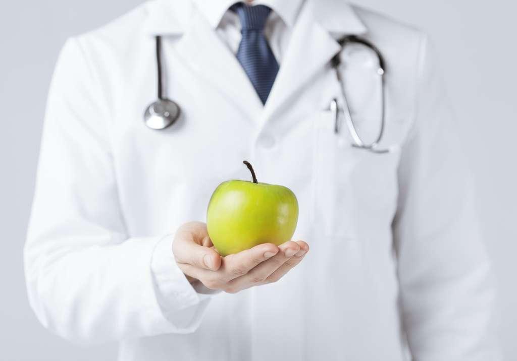 Lorsque les sujets consommaient les deux pommes, leurs paramètres sanguins tels que le cholestérol étaient plus bas. © Syda Productions