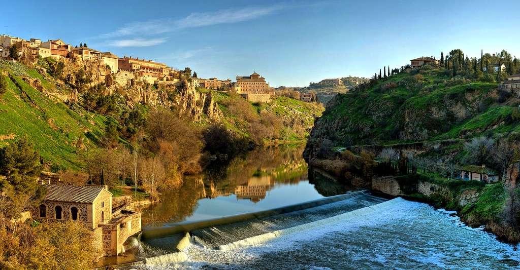 Vue panoramique du Tage, à Tolède, en Espagne. © Diliff, CC by 2.5