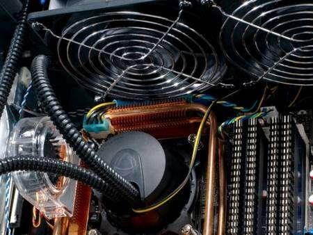 Le système de refroidissement liquide, plus efficace et faisant gagner quelques décibels, pourrait bien se généraliser sur les PC haut de gamme. © HP