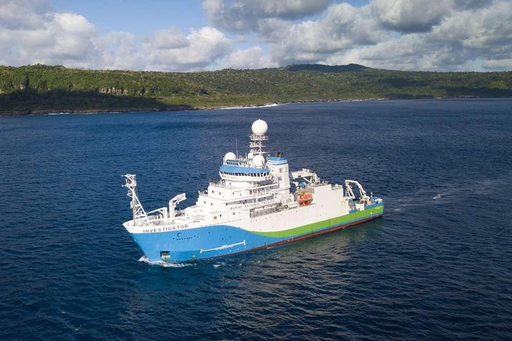 Le navire RV Investigator, effectuant des relevés autour de l'île Christmas. © CSIRO, Chris Bray