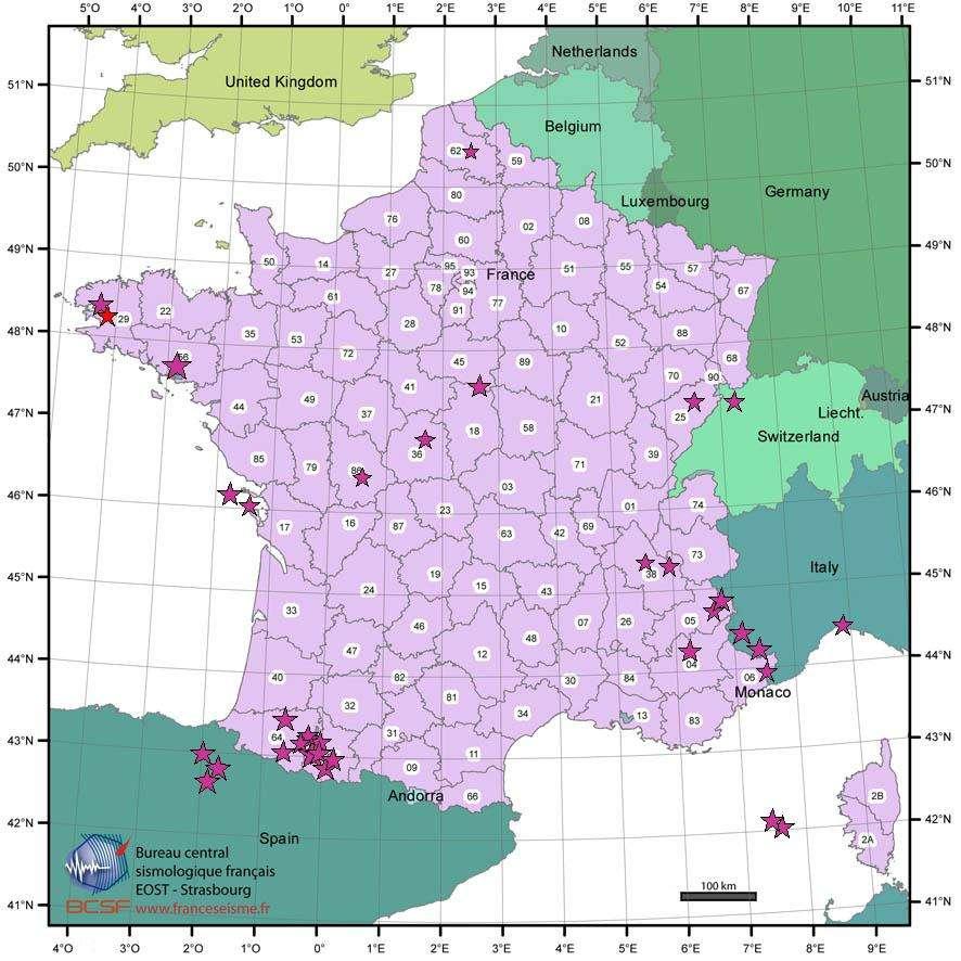 Les séismes survenus en France en 2013. La Bretagne, particulièrement le sud, n'est pas épargnée. En 2002, un tremblement de terre dans le Morbihan, près de Hennebont, avait atteint une magnitude de 5,4. En octobre 2013, un léger tremblement de terre a été ressenti près de Brest. La Bretagne ne se trouve pas à la frontière entre deux plaques, mais son sous-sol est parcouru de vieilles fractures datant de l'époque hercynienne, quand la région voyait pousser un massif montagneux il y a 360 millions d'années. Il en reste des cicatrices et, comme d'anciennes blessures, elles peuvent se rouvrir. © Bureau central sismologique français, France Séisme