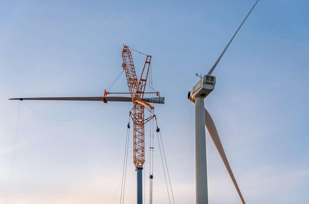Les éoliennes se montent pour une vingtaine d'années. Mais dès le début, il faut inclure dans le projet, les étapes de leur démantèlement. © Laure F, Adobe Stock