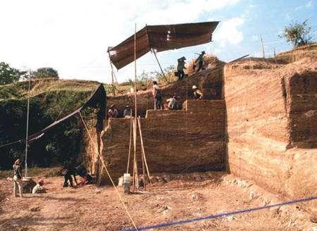 Les fouilles du site de Ngebung, 800.000 ans, dôme de Sangiran. © Semenanjung, MQPI