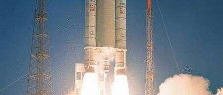 Déferlement de puissance au décollage d'Ariane 5.