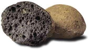 Les billes d'argile sont dotées d'une coque dure qui protège leur structure alvéolaire. © Maxit