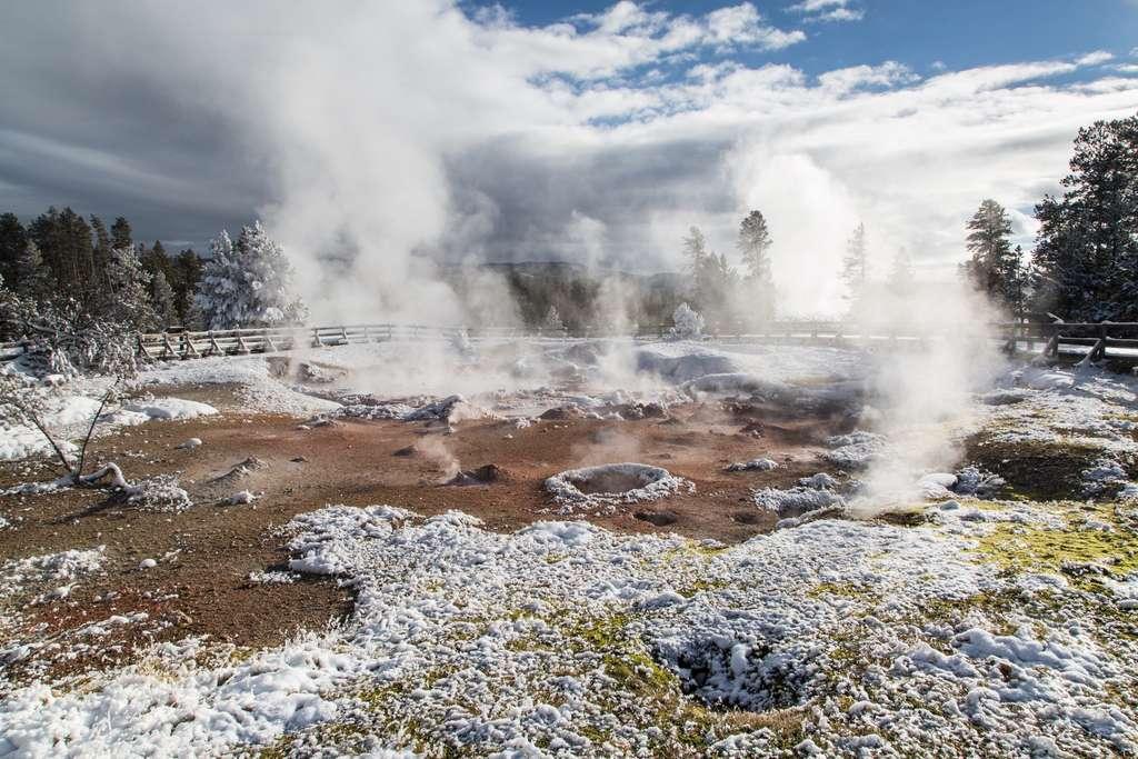 Le Fountain Paint Pot, une mare de boue située dans le parc national de Yellowstone et alimentée par le point chaud sous sa surface. © National Park Service