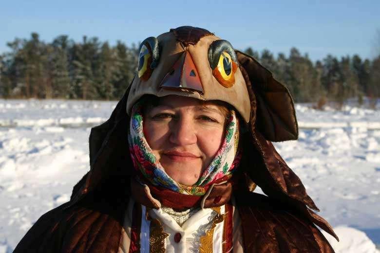 Femme Shaman en tenue rituelle