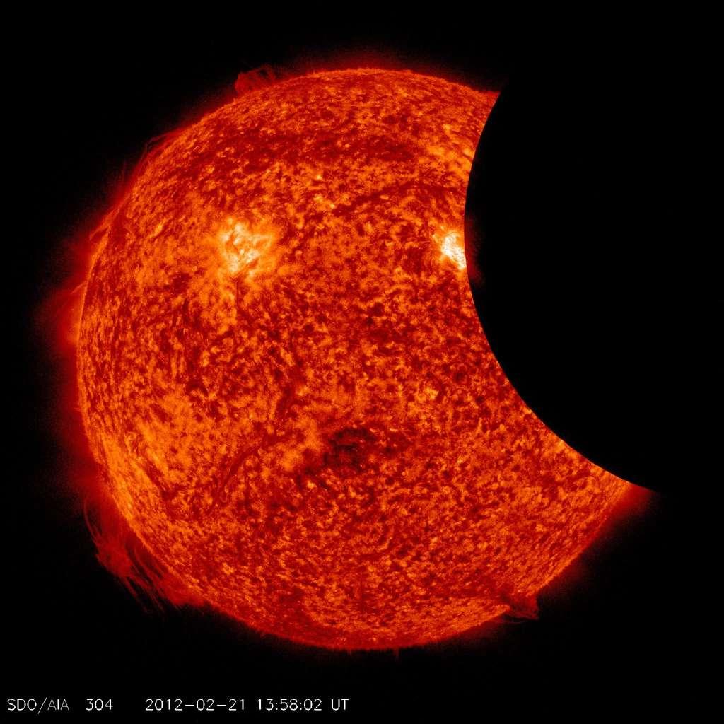 L'éclipse partielle de Soleil du 21 février 2012 photographiée par SDO en ultraviolet. © Nasa/SDO