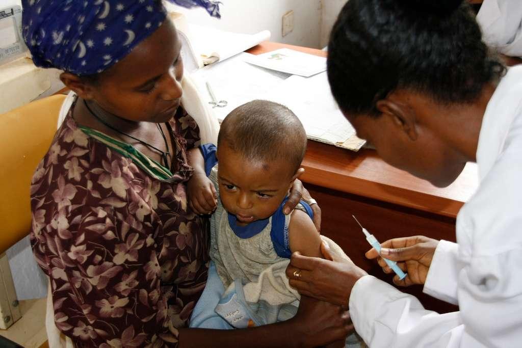 Les campagnes de vaccination ont accumulé un important retard depuis le début de la pandémie. © DFID, UK Department for International Development