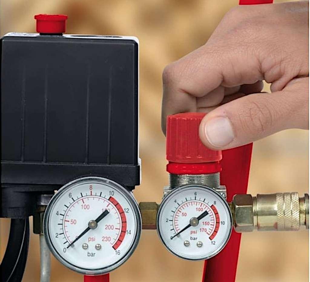 La pression de service se règle en agissant sur le manodétendeur du compresseur. © Einhell