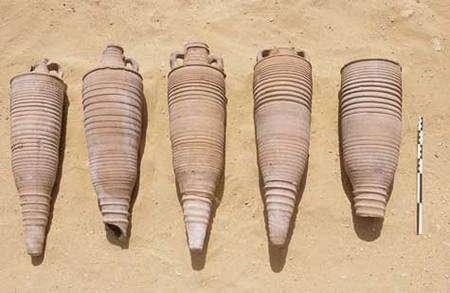 Amphores coptes (IXe siècle après J.-C.). © Photos Christian Décamps / Mission archéologique du Louvre à Saqqara