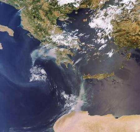 27 août. Fumées provenant des incendies à proximité de l'Olympe. Crédit ESA, instrument MERIS.