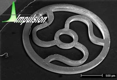 Exemple de découpe dans un métal (observation au microscope électronique).