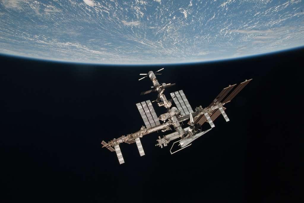 Commencée en 1998, la construction de l'ISS s'achève sur cette scène montrant l'ISS dans sa totalité. © Nasa