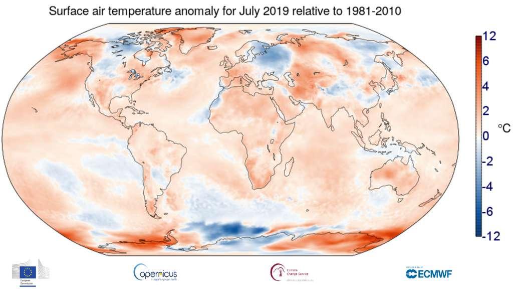 Carte montrant les anomalies de températures de surface de l'air (écarts par rapport à la moyenne) en juillet 2019, par rapport à la normale calculée sur les mois de juillet sur la période 1981-2010. Globalement, la température moyenne était plus élevée de 0,56 °C. © Copernicus Climate Change Service (C3S), ECMWF