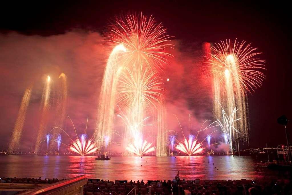 Des feux d'artifice en musique pour faire vibrer Cannes au rythme de l'Italie. © Festival d'art pyrotechnique de Cannes