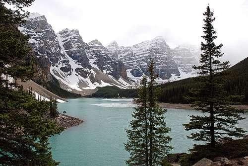 La région des montagnes rocheuses canadiennes abrite un nombre de trésors naturels incalculable. Sommets en dent de scie, lacs, ruisseaux... © Sim 08