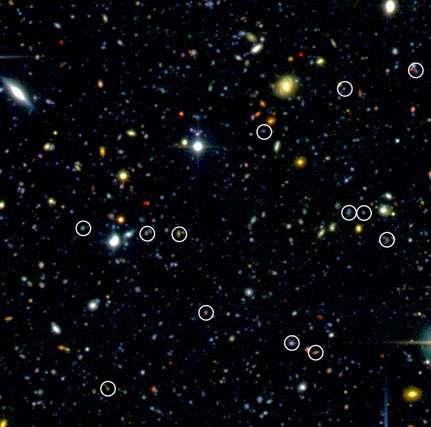 Figure 8 : Galaxies très distantes identifiées par le sondage VVDS (cerclées), en nombre plus important que ce que l'on supposait auparavant (image CFHT-LS). © Domaine public