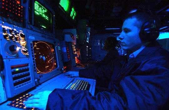 Le Système de Contrôle et de Commande Global (GCCS) installé dans le Combat Direction Centre du porte-avion USS George Washington (CVN 73). © Documents USAF et U.S.Navy