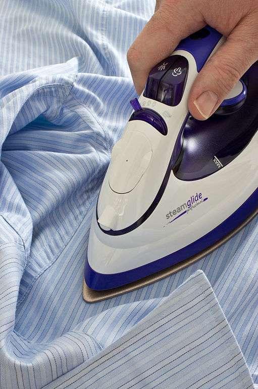 Le repassage élimine des bactéries. De quoi inciter médecins et infirmiers à manier le fer plus souvent… © Colin, Wikimedia Commons, cc by sa 3.0