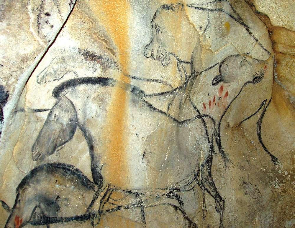 Représentation paléolithique de chevaux et d'un couple de félins