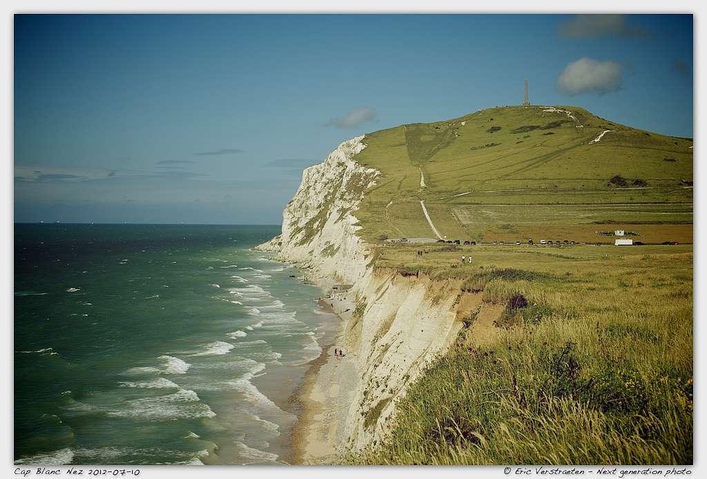 Faisant partie du Grand Site des Deux-Caps, le cap Blanc-Nez est un haut lieu du tourisme dans le Pas-de-Calais, avec des falaises pouvant dépasser 130 mètres. © Next generation photo, Flickr, cc by nc nd 2.0