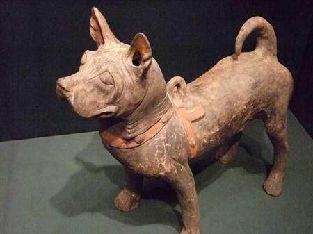 Statuette en terre cuite de la dynastie des Hans (206 à 220 av. J.-C.), Chine. © Mharrsch, Flickr, CC by-nc-sa 2.0