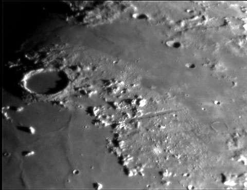 """La """"Vallée alpine"""" de la Lune, vue par Smart-1. © ESA - Reproduction et utilisation interdites"""