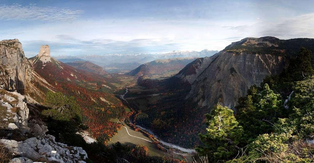 Le Trièves vu des Hauts-Plateaux du Vercors. © David.Monniaux, Wikimedia commons, DP