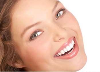 Le grincement des dents, s'il reste ponctuel, ne menace pas la santé des dents. En revanche, s'il s'agit de bruxisme, il faut traiter. © Kurhan, Fotolia