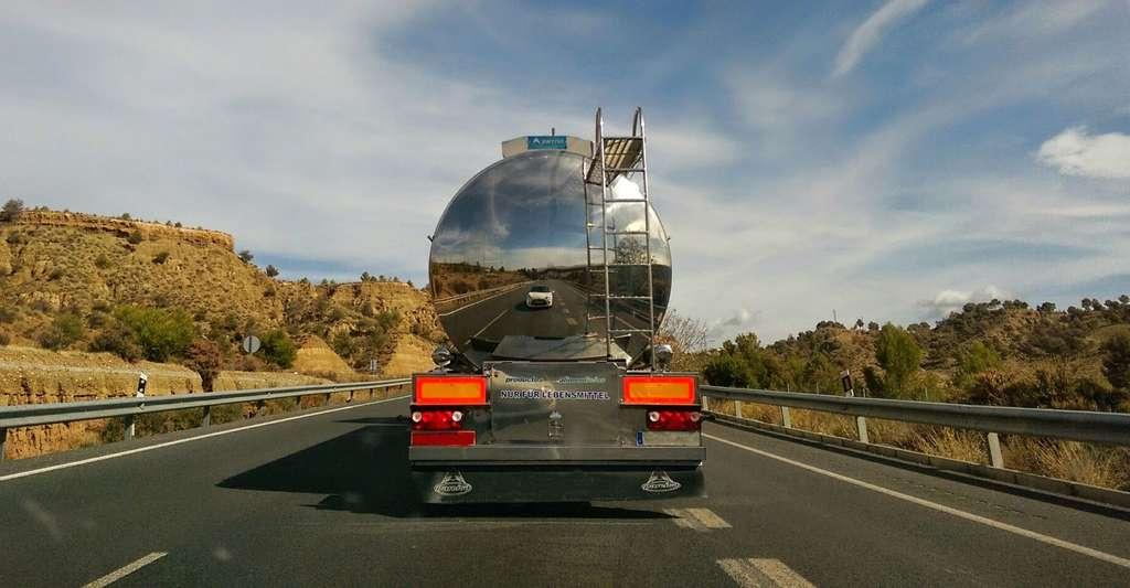 Les émissions sont dues aux véhicules automobiles et camions, pour 70 à 75%. © Pierows, CC0 Domaine public