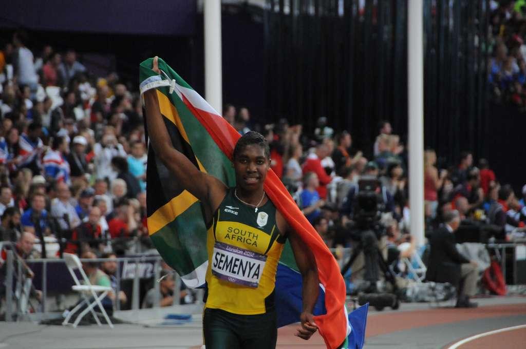 En 2012, la Sud-Africaine Caster Semenya a remporté la médaille d'argent du 800 m aux Jeux olympiques de Londres. Elle avait dû se soumettre à un test de féminité en 2009. © Tab59, Wikimedia Commons, CC-by-sa 2.0