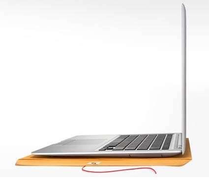 Deux centimètres d'épaisseur pour le MacBook Air, un record à l'époque. © Apple