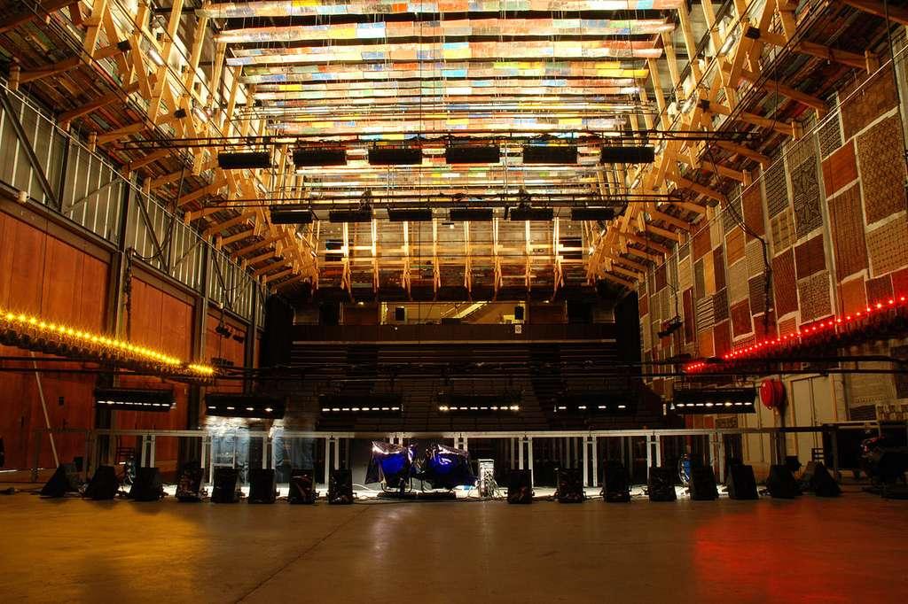 Le grand atelier avec ses cloisons mobiles et ses sièges amovibles. Le Lieu unique, à Nantes, est labellisé Scène nationale. © Caroline Bigret, Wikimedia Commons, CC by-sa 4.0