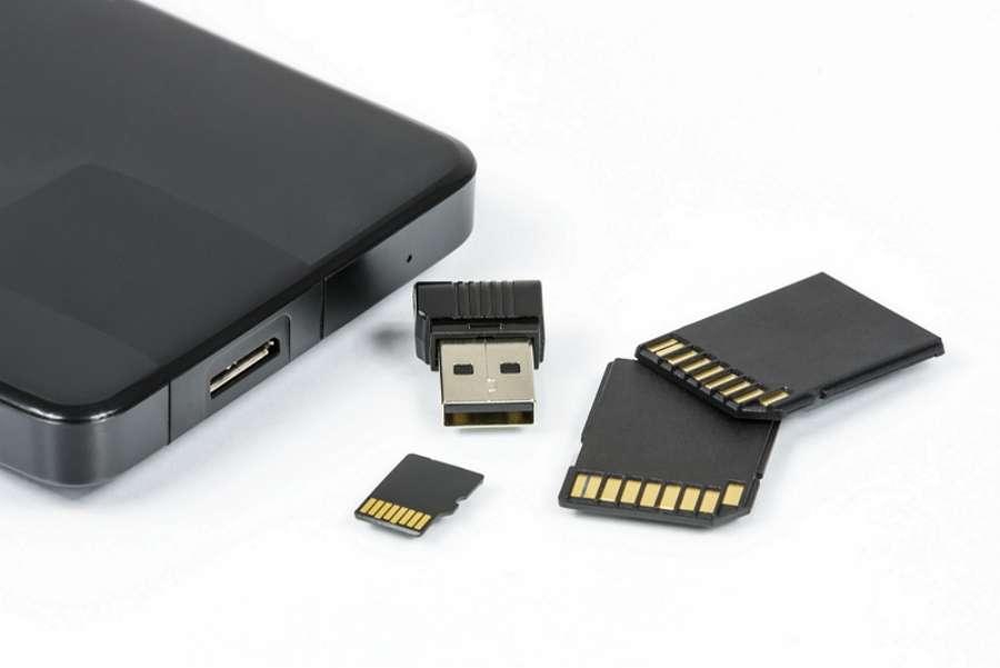FAT32 est un système de fichiers recommandé pour les clés USB, les cartes mémoires et les disques durs externes. © pxhere.com