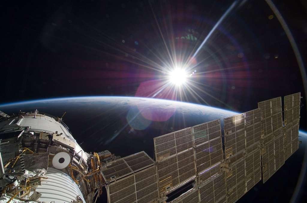 La Terre, le Soleil et l'ISS