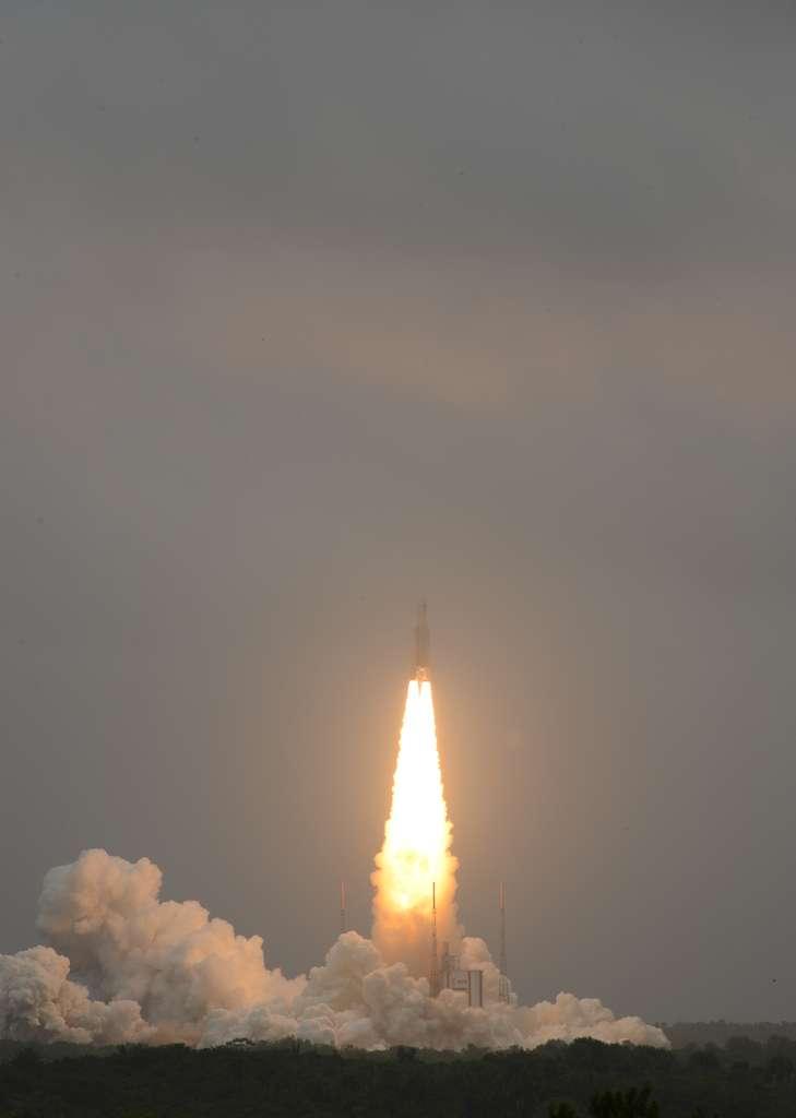 Le job a été fait. Construit par ArianeGroup, le lanceur Ariane 5 vient de réussir son 82e lancement en mettant en orbite 4 nouveaux satellites de la constellation Galileo. © Remy Decourt