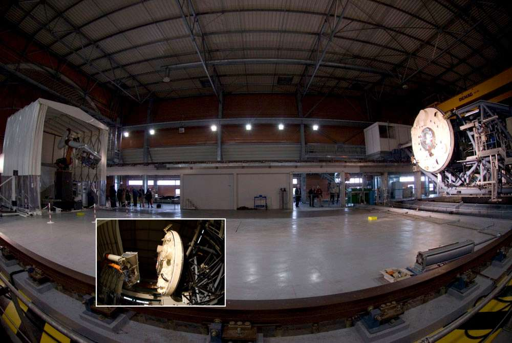 À Val-de-Reuil, dans le bassin d'essais des carènes, installations sans équivalent en Europe de la Délégation générale pour l'armement (DGA), Astrium et l'Esa ont en novembre 2006 validé les interfaces d'accostage entre l'ATV et le module russe Zvezda à l'arrière duquel l'engin s'amarre à l'ISS. Cette validation a nécessité l'installation sur un banc test d'un bras robotique, simulant l'ATV, et d'une plateforme mobile (120 tonnes) reproduisant en grandeur réelle la section arrière du module russe. © Esa/S. Corvaja