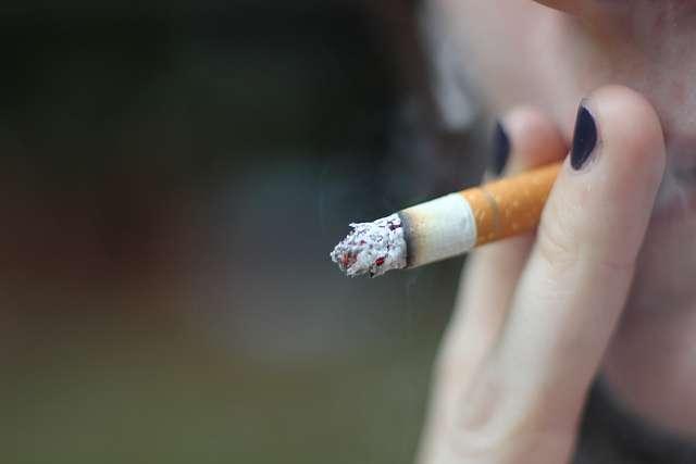 Le cancer de la tête et du cou à cellules squameuses touche particulièrement des fumeurs. © Julie, Flickr, cc by 2.0