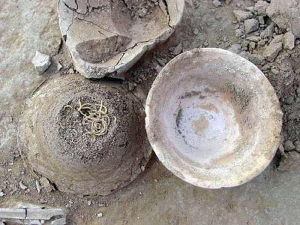 Les plus anciennes pâtes découvertes en Chine, en 2002 (ville de Lajia, province de Qinghai) ; elles ont 4000 ans. © Photo /Xining Evening News.