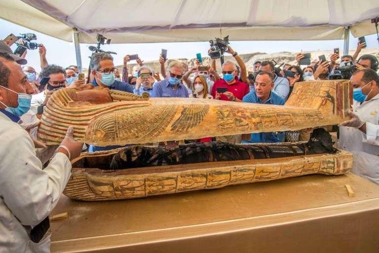 Les sarcophages présentés le 3 octobre 2020 à Saqqara (Égypte) datent d'il y a plus de 2.500 ans. © Khaled Desouki, AFP