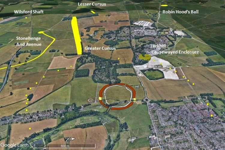 La disposition des excavations (points jaunes) ne semble pas être due au hasard et le circuit qu'elles forment étonne les archéologues. © Université de St Andrews