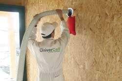 Insufflation derrière une cloison de doublage ; système applicable sur paroi inclinée (toiture). © UniverCell