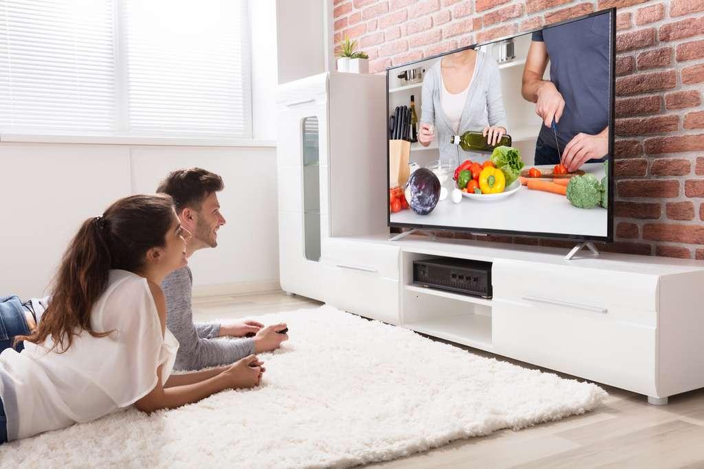 Chaque marque de télévision possède ses technologies propres. À vous de choisir en fonction de votre usage, de votre intérieur et de votre budget. © Andrey Popov, Adobe Stock