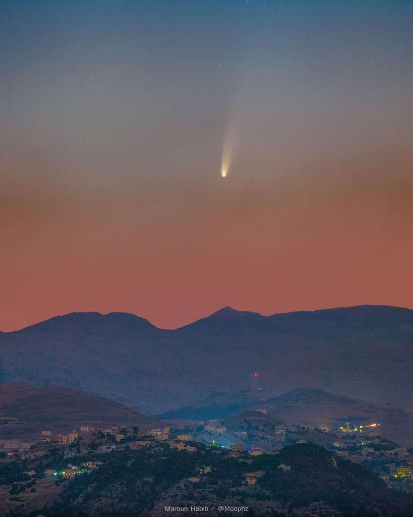 La comète Neowise, capturée au-dessus du Liban juste avant le lever du Soleil © Maroun Habib (Moophz)