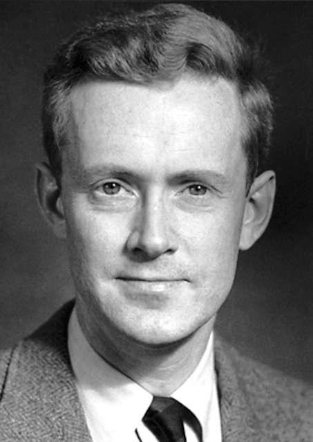 Edward Mills Purcell (1912-1997) était un physicien américain. Il est surtout connu pour ses travaux sur la résonance magnétique nucléaire dans les liquides et les solides, mais il a aussi contribué à la radioastronomie. On lui doit la découverte de la raie à 21 cm de l'hydrogène. Les étudiants connaissent aussi son cours sur l'électromagnétisme, l'un des cinq tomes des cours de l'université de Berkeley, presque aussi célèbre que les cours de Feynman. © The Nobel Foundation