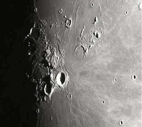 Le phénomène lumineux transitoire observé par l'équipage d'Apollo XI, alors qu'il survolait la Lune à 110 kilomètres d'altitude (Crédit : NASA)