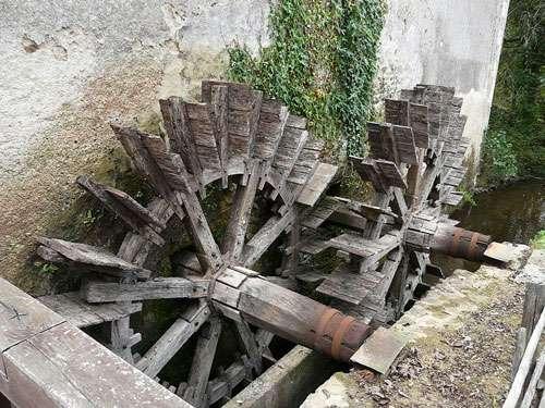 Les roues du moulin de Chabrot sur la Tardoire, Montbron, Charente, France. © Père Igor, GNU Free Documentation License, Version 1.2
