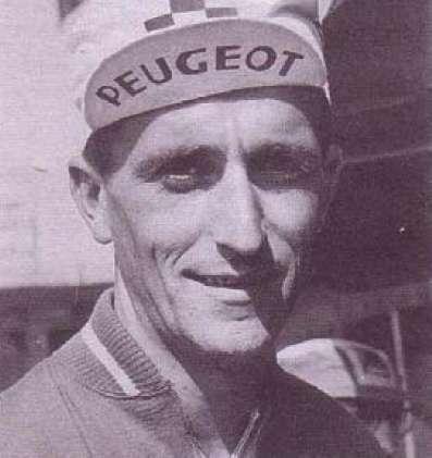 En 1967, le champion du monde de cyclisme Tom Simpson meurt en pleine ascension du col du Ventoux. © DP